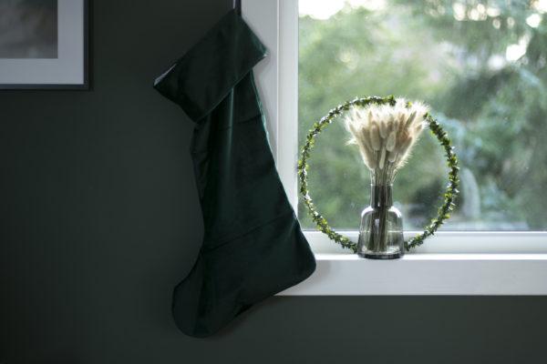 Julestrømpe i grønn fløyel fra Designparken