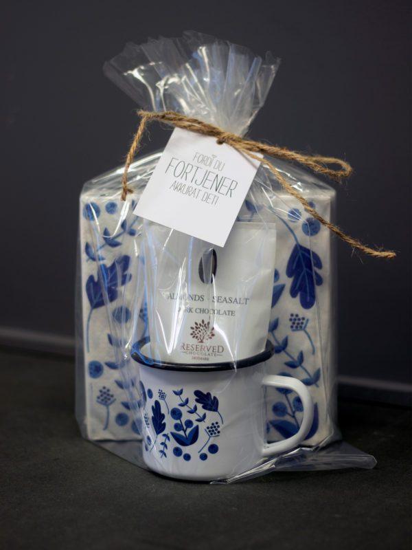 Gavepakke - kopp, mandel serviett fra Designparken